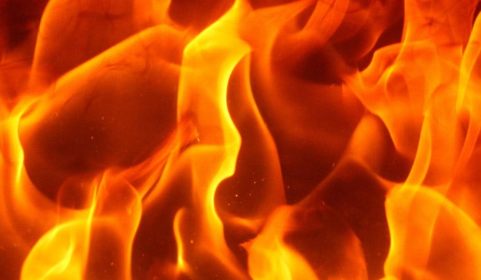Gospodărie în flăcări la Adjudeni