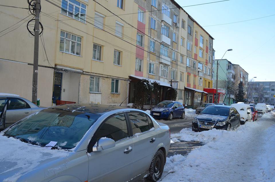 Vineri și sâmbătă se cară zăpada din zona Cuza Vodă, Piața Centrală și perimetrul școlilor