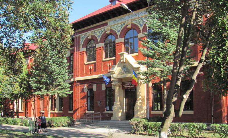 """Colegiul Național """"Roman-Vodă"""" aniversează 145 de ani de la înființare"""