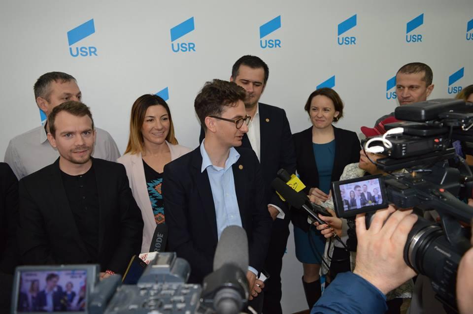 Deputatul USR Iulian Bulai a deschis cabinetul parlamentar din Roman