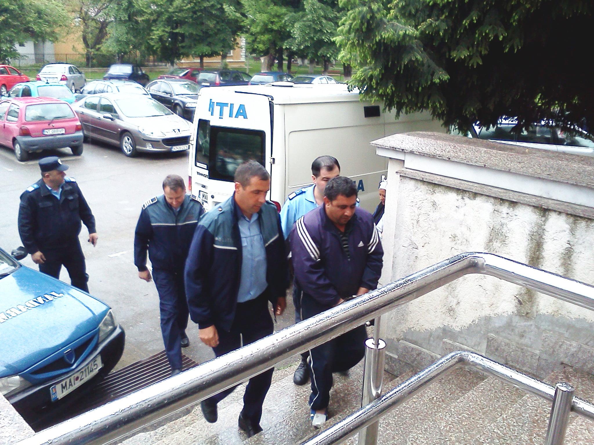 """""""Mijalău"""", prins de polițiști ascuns într-o locuință din Roman. Era dat în urmărire internațională"""