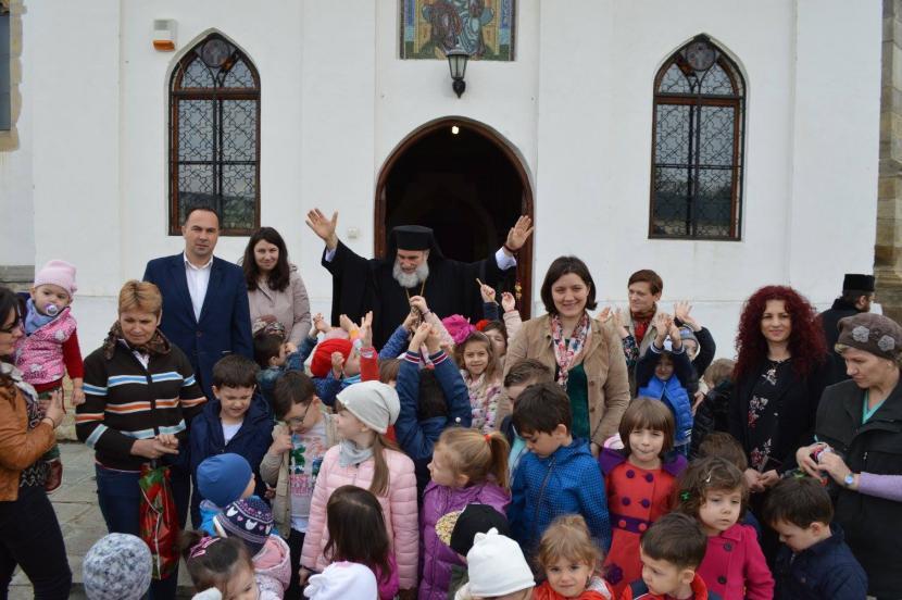 """IPS Ioachim a împărtășit copiii din cadrul Fundației """"Episcop Melchisedec"""""""