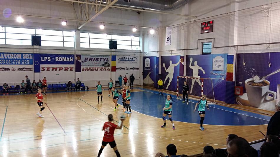 Înfrângeri pentru CSM Roman, în turneul de la Cisnădie. Ultima partidă a fost anulată, după un accident rutier în care au fost implicate două handbaliste