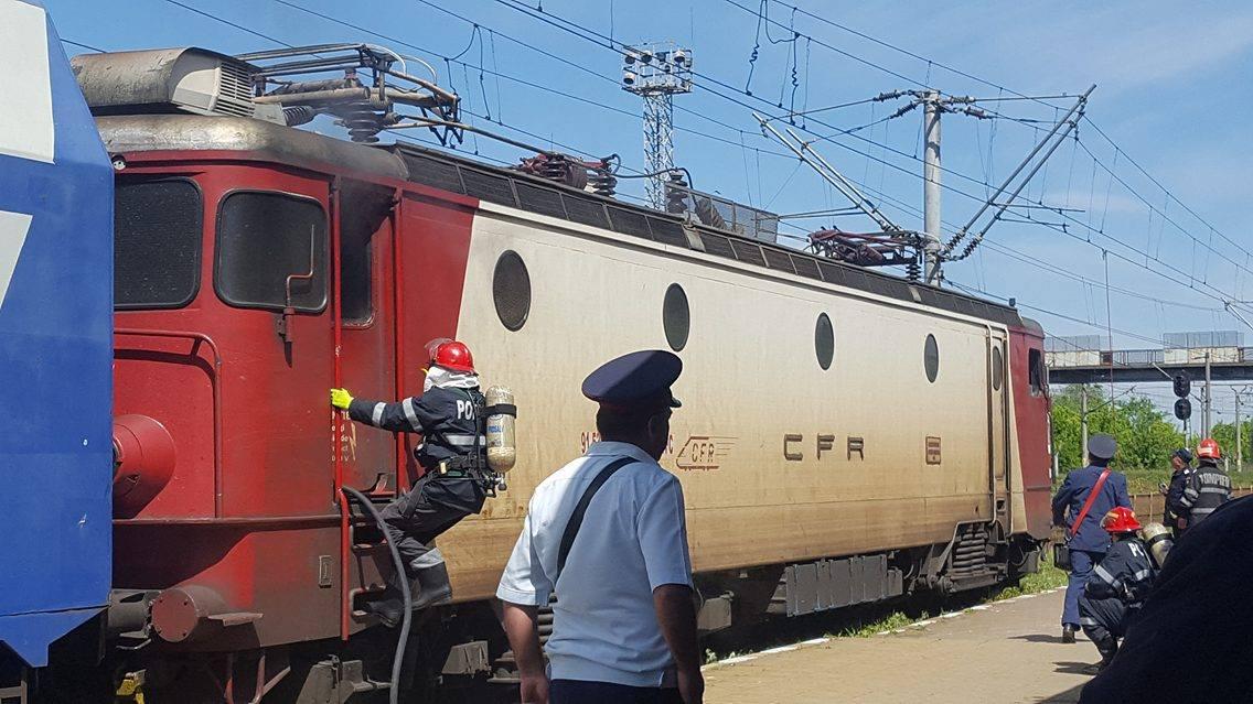 [VIDEO] O locomotivă a luat foc în Gara Roman
