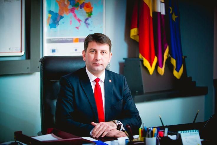 Primarul Lucian Micu pleacă în Elveția, pentru a aduce un premiu Romanului