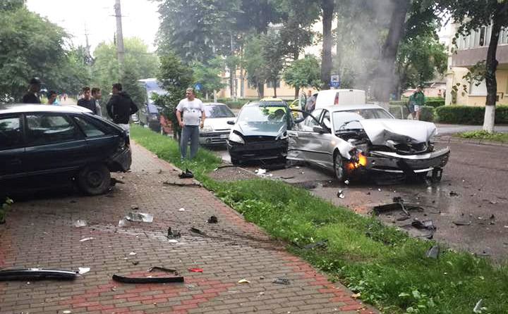 Șoferul care a provocat carambolul cu cinci mașini de joi, călcat de o mașină pe trecerea de pietoni