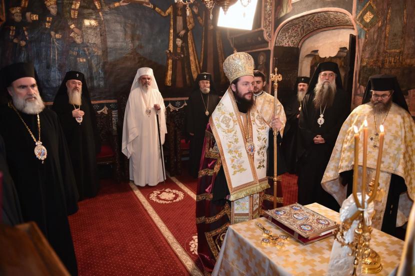 Sfântul Sinod al BOR: preoții nu pot condiționa oficierea înmormântărilor de plata unei taxe, iar credincioșii primesc chitanțe pentru donații