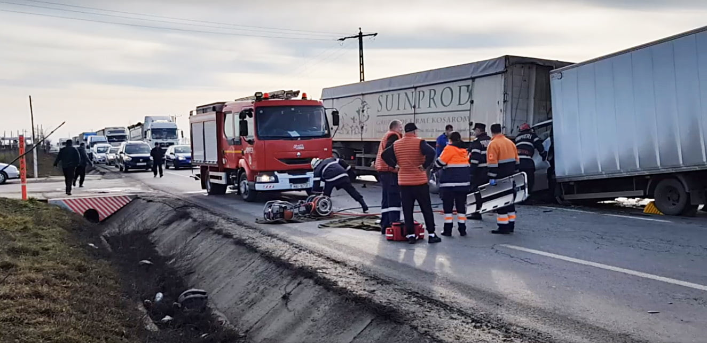 Accident grav pe E85, lângă Traian, cu o victimă încarcerată