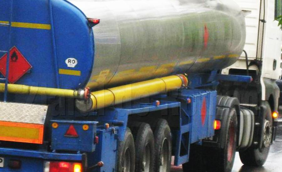 Șoferi care transportau substanțe periculoase, sancționați de polițiști