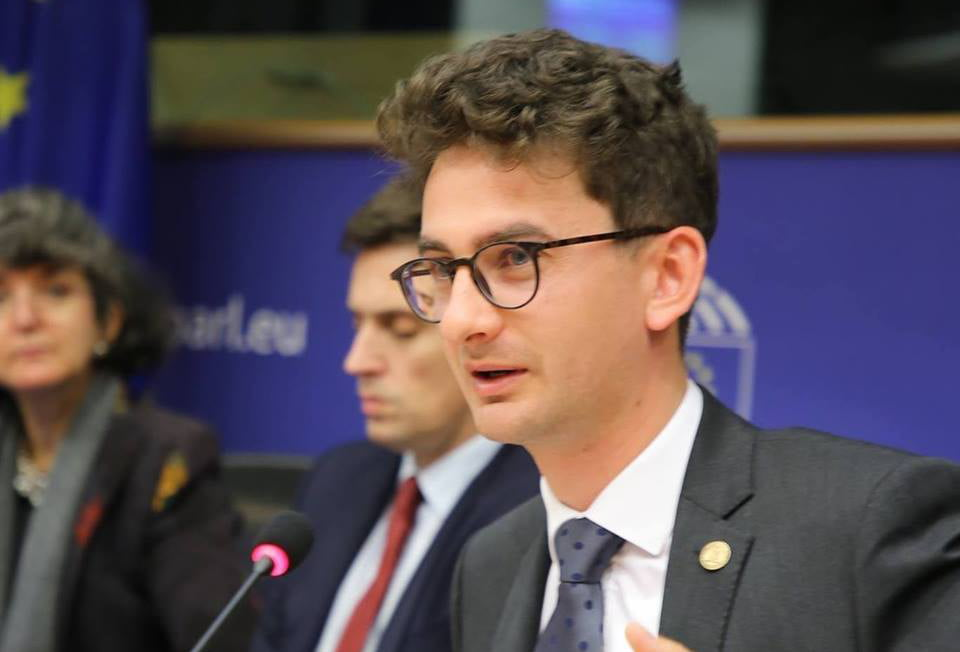 Deputatul USR Iulian Bulai cere suspendarea hotărârii prin care medicul Mihai Lucan a devenit cetățean de onoare al municipiului Roman