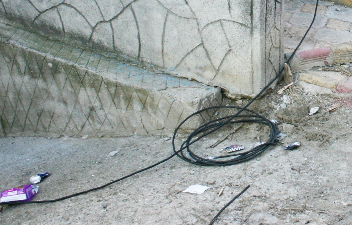 Tentativele de furt din reţelele de distribuţie a energiei  electrice provoacă numeroase victime anual