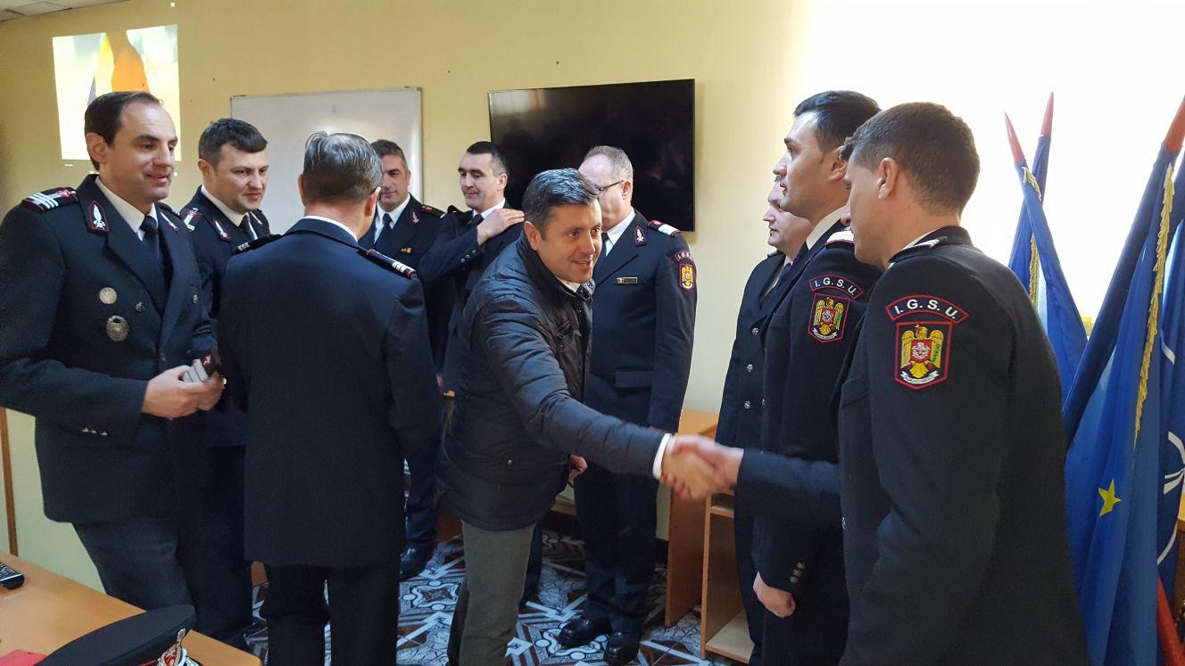 Pompieri avansați în grad de Ziua Protecţiei Civile din România