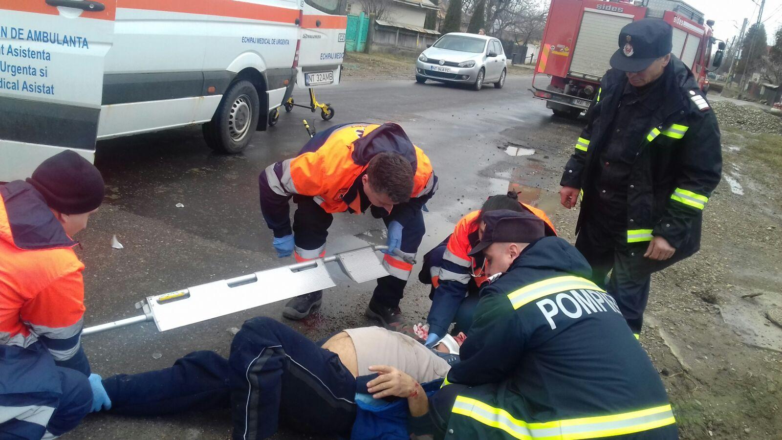 Bărbat rănit la Cotu Vameș, descoperit pe marginea șoselei de pompieri