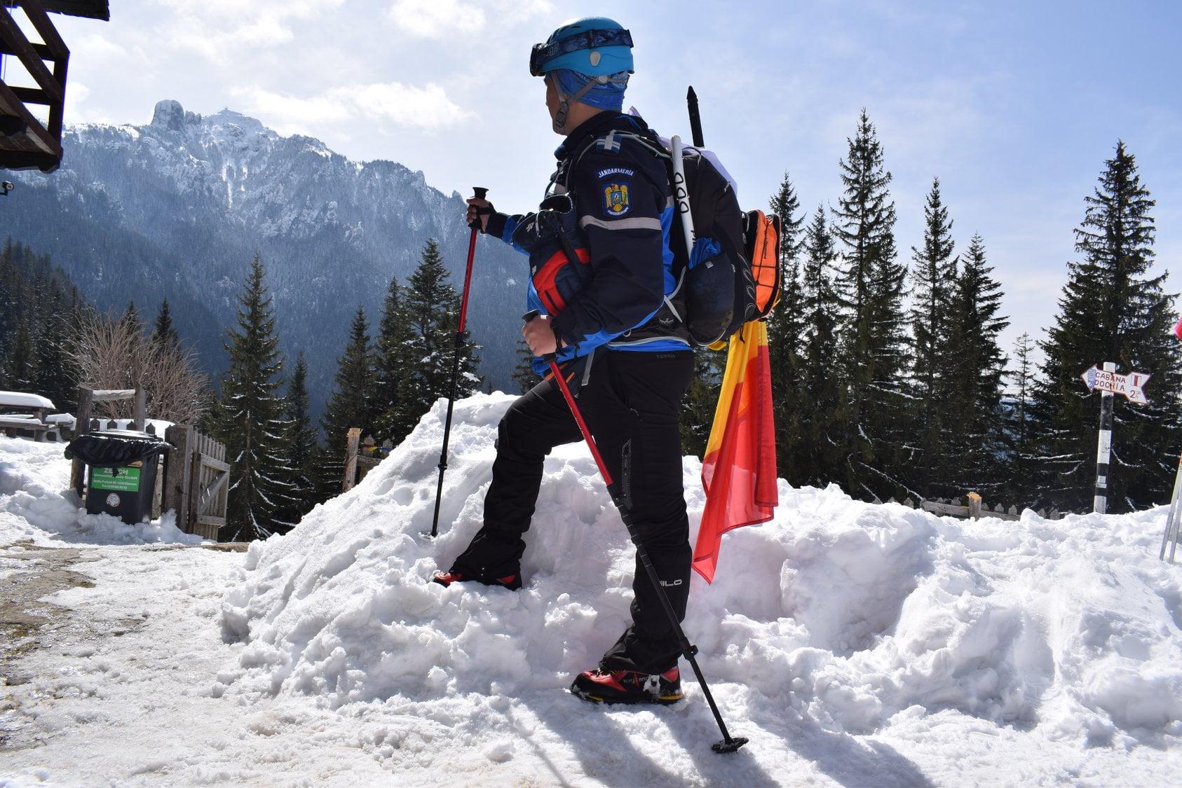 Echipa Naţională Montană a Jandarmeriei a arborat drapelul naţional pe muntele Ceahlău