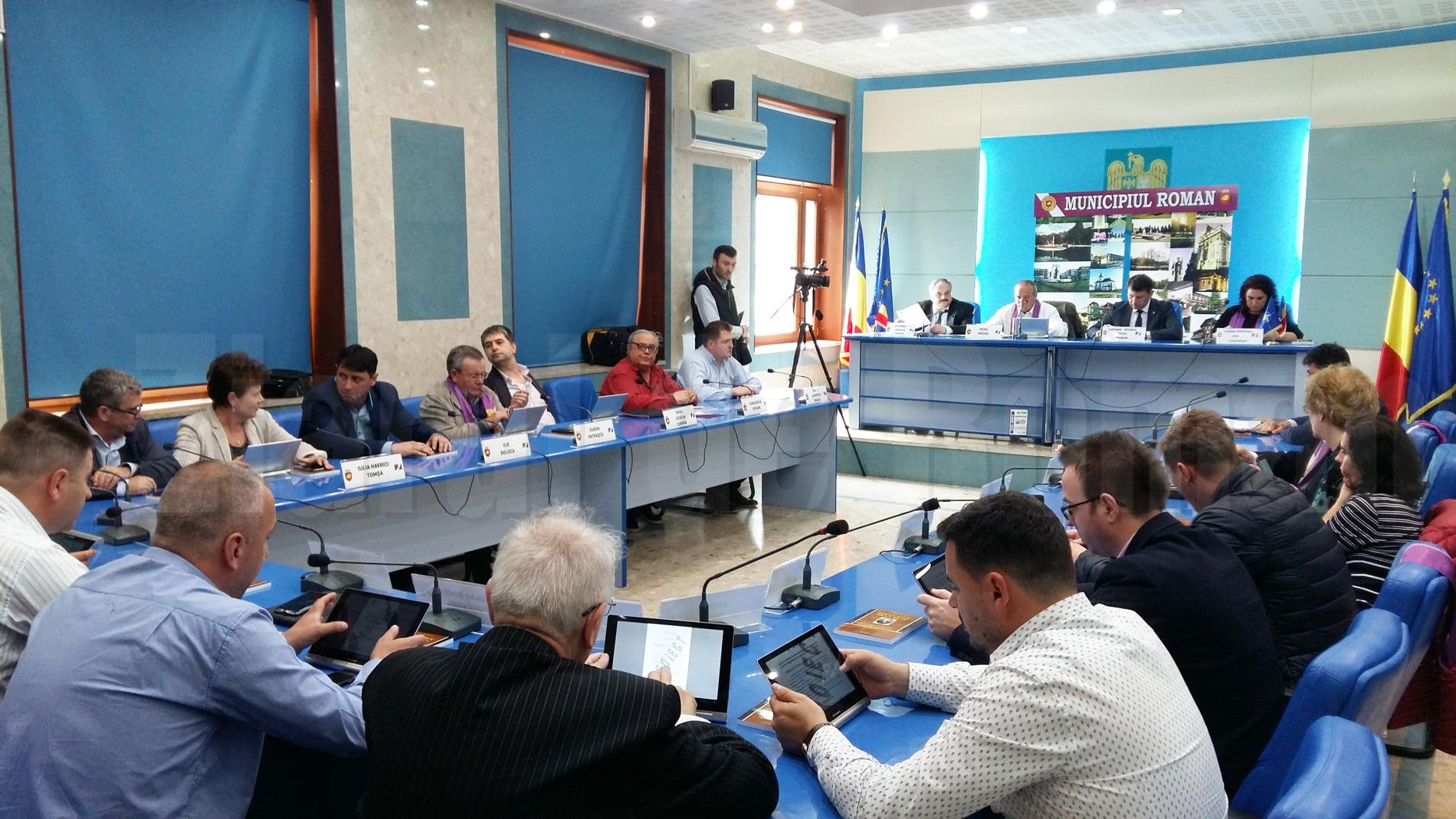 Elevii cu medii mari la Evaluarea Națională și Bacalaureat, premiați la ședința Consiliului Local