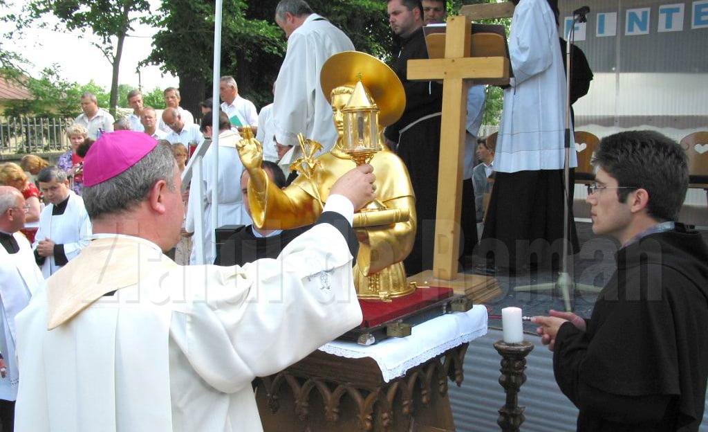 """Duminică are loc la Roman pelerinajul cu relicva sfântului Anton de Padova, """"ocrotitorul și mijlocitorul familiei creștine"""""""