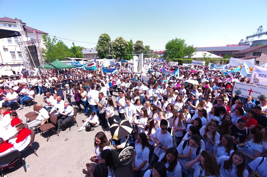Mii de participanți, sâmbătă, la Ziua Tineretului de la Săbăoani