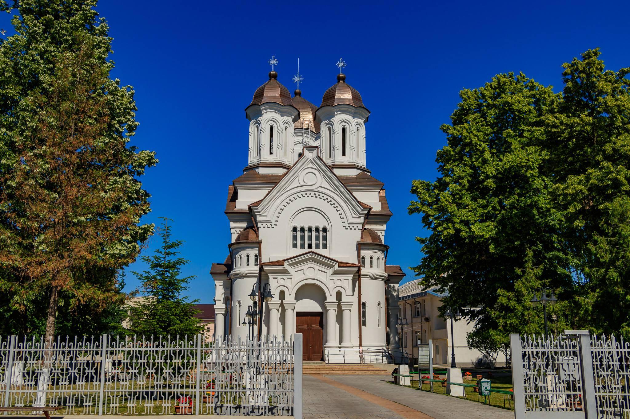 Noi preoți pentru bisericile catolice din Roman și zonă, din luna august