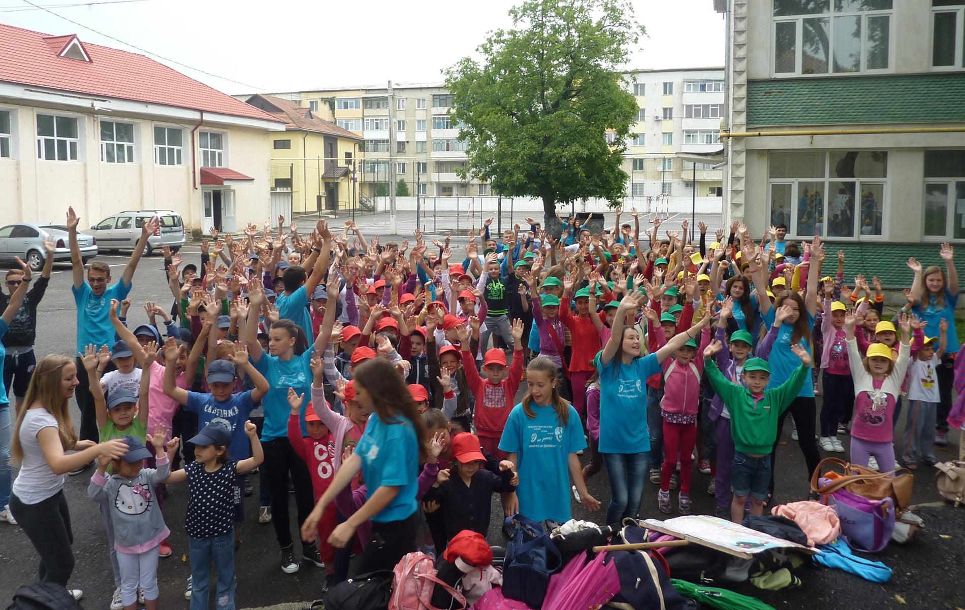"""Activități de vacanță pentru copii în cadrul """"școlilor de vară"""", în municipiul Roman"""