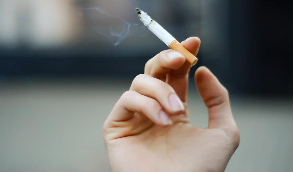 Știați că felul cum fumează o persoană spune multe despre ea?