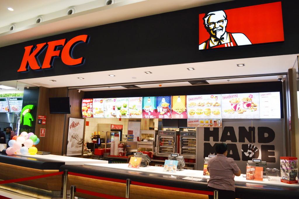 KFC deschide un restaurant în Roman