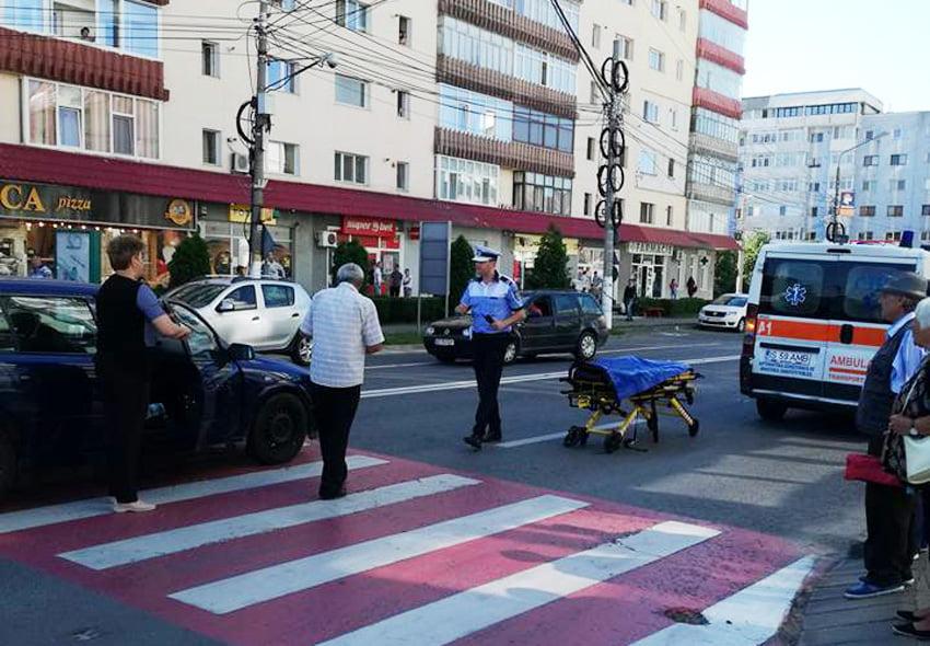 Femeie accidentată pe trecerea de pietoni, pe bulevardul Roman Mușat