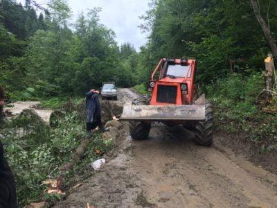 Drum sătesc avariat la Mănăstirea Petru Vodă