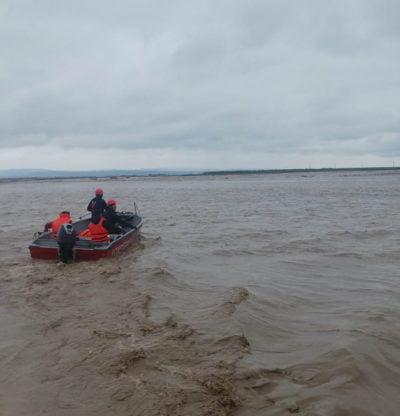 Salvare persoană și animale surprinse pe o insulă în albia râului Ozana - Timisești