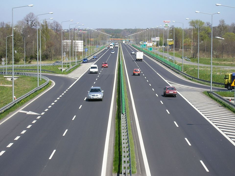 """Deputatul Laurențiu Leoreanu: """"Moldova, judeţul Neamţ, Romanul, comunele din zonă au nevoie de autostrăzi, pentru că avem nevoie de construirea unui viitor viabil"""""""