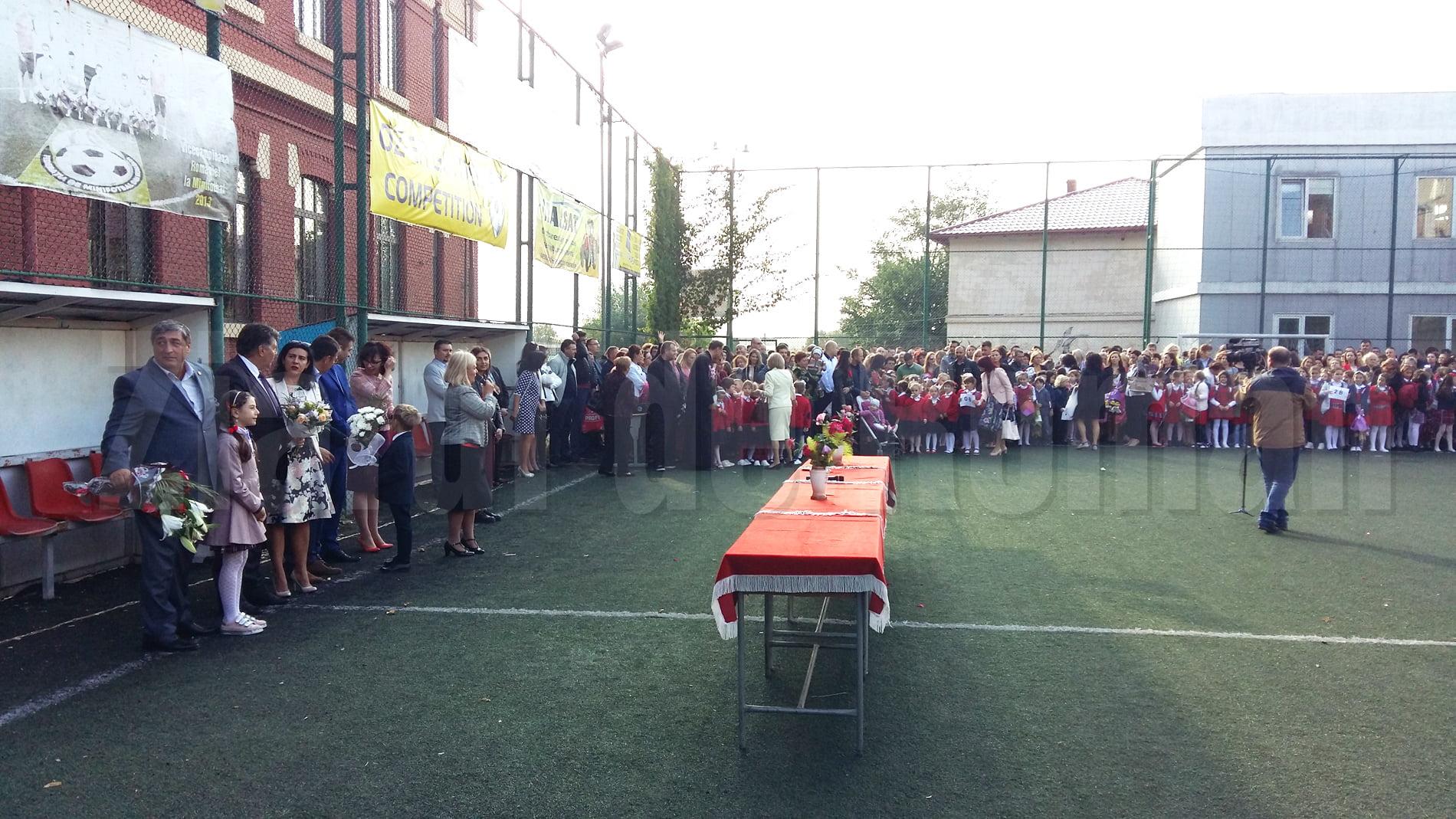 Festivități dedicate începutului de an școlar, la unitățile de învățământ din Roman