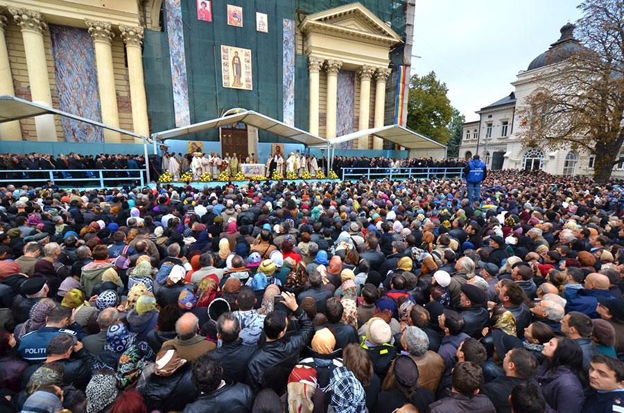 Transport gratuit pentru romașcanii care doresc să se roage la moaștele Sfintei Parascheva
