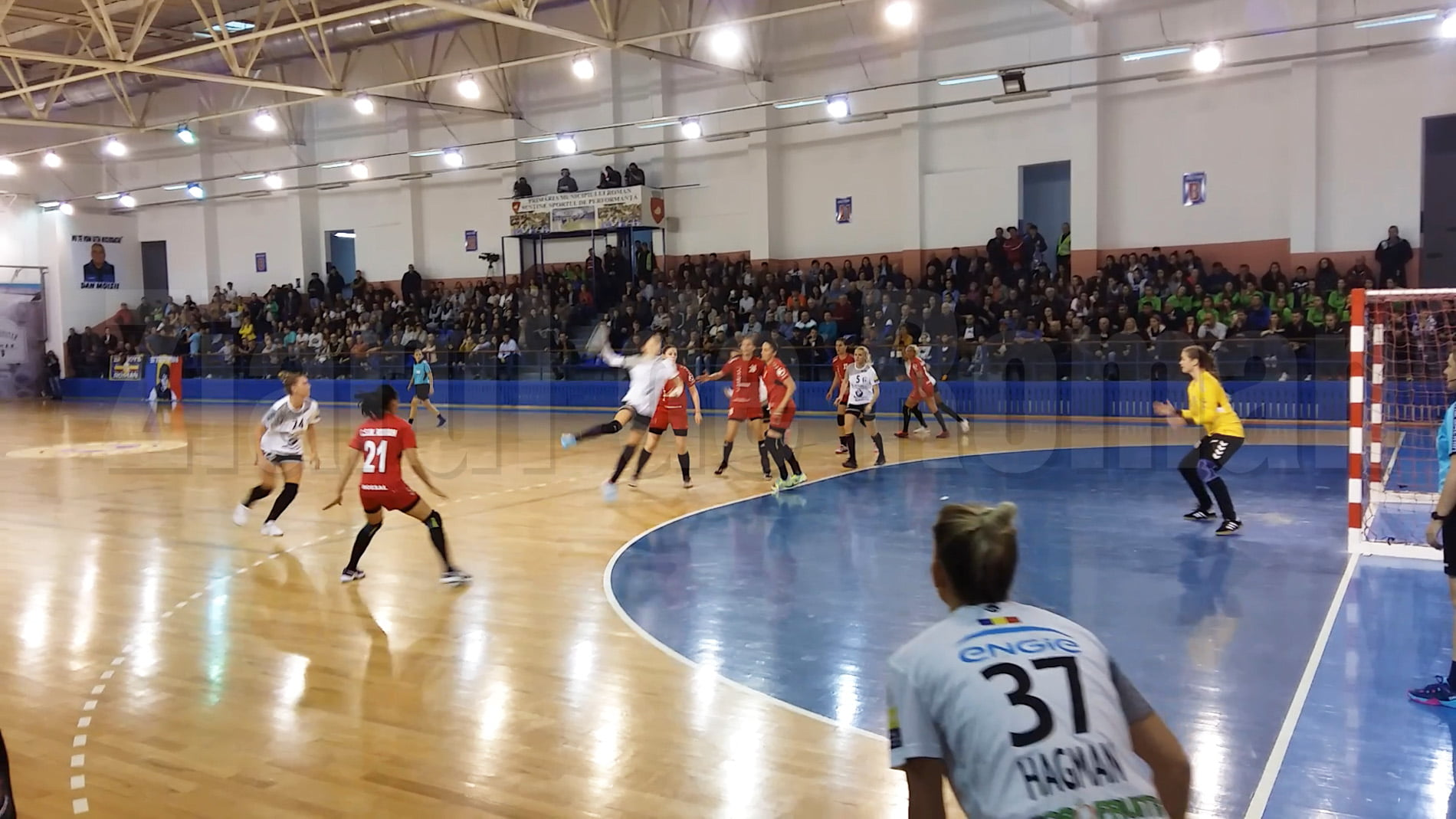 CSM Roman pierde la scor pe teren propriu în fața campioanei CSM București