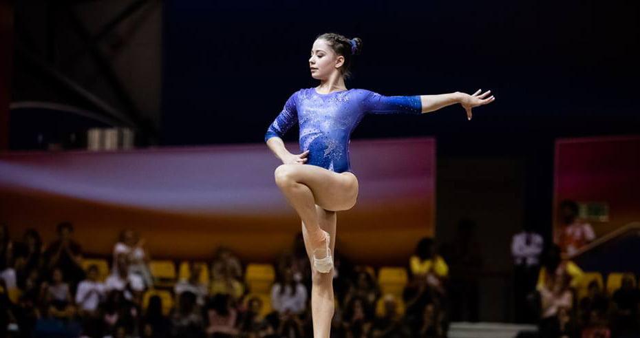 Povestea gimnastei cu sânge romașcan medaliată la Campionatele Mondiale de Gimnastică 2018 de la Doha. VIDEO