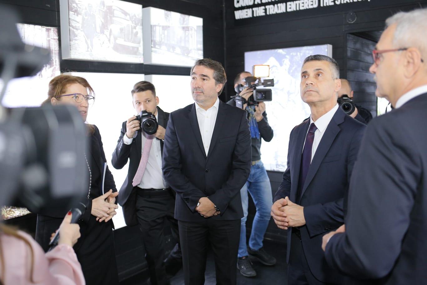 """[FOTO] Expoziţia """"Viorica Agarici"""", organizată de Consiliul Județean Neamț la Palatul Parlamentului"""