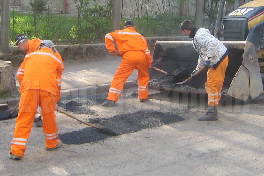 Primăria și-a format două echipe de reparat cu plombe carosabilul