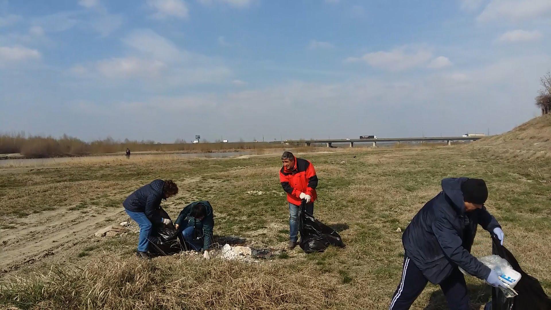 Acțiune de ecologizare a PSD Roman, de Ziua Mondială a Apei