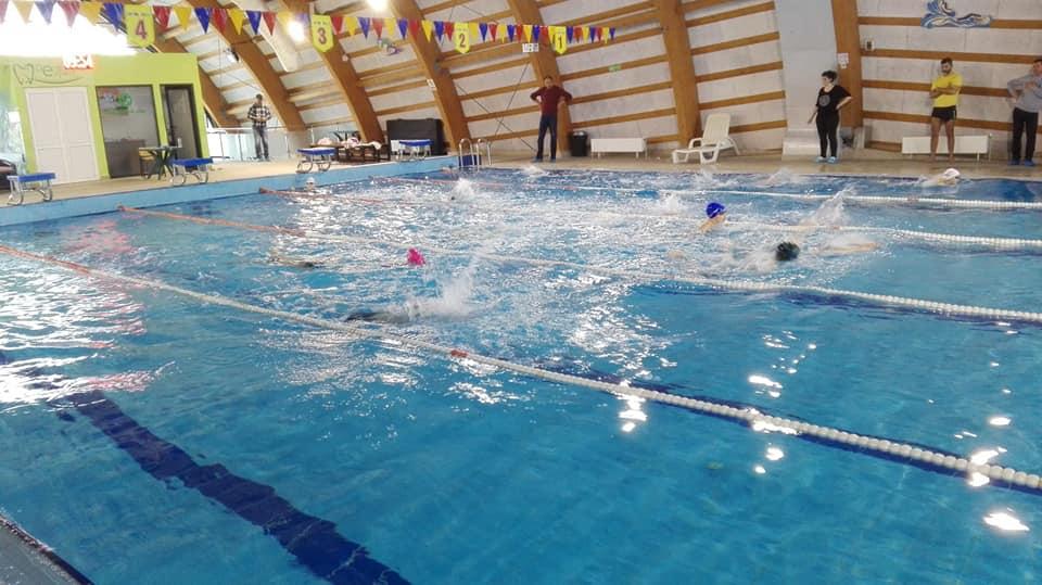 41 de copii înscriși pentru secția de înot a Clubului Sportiv Municipal Roman