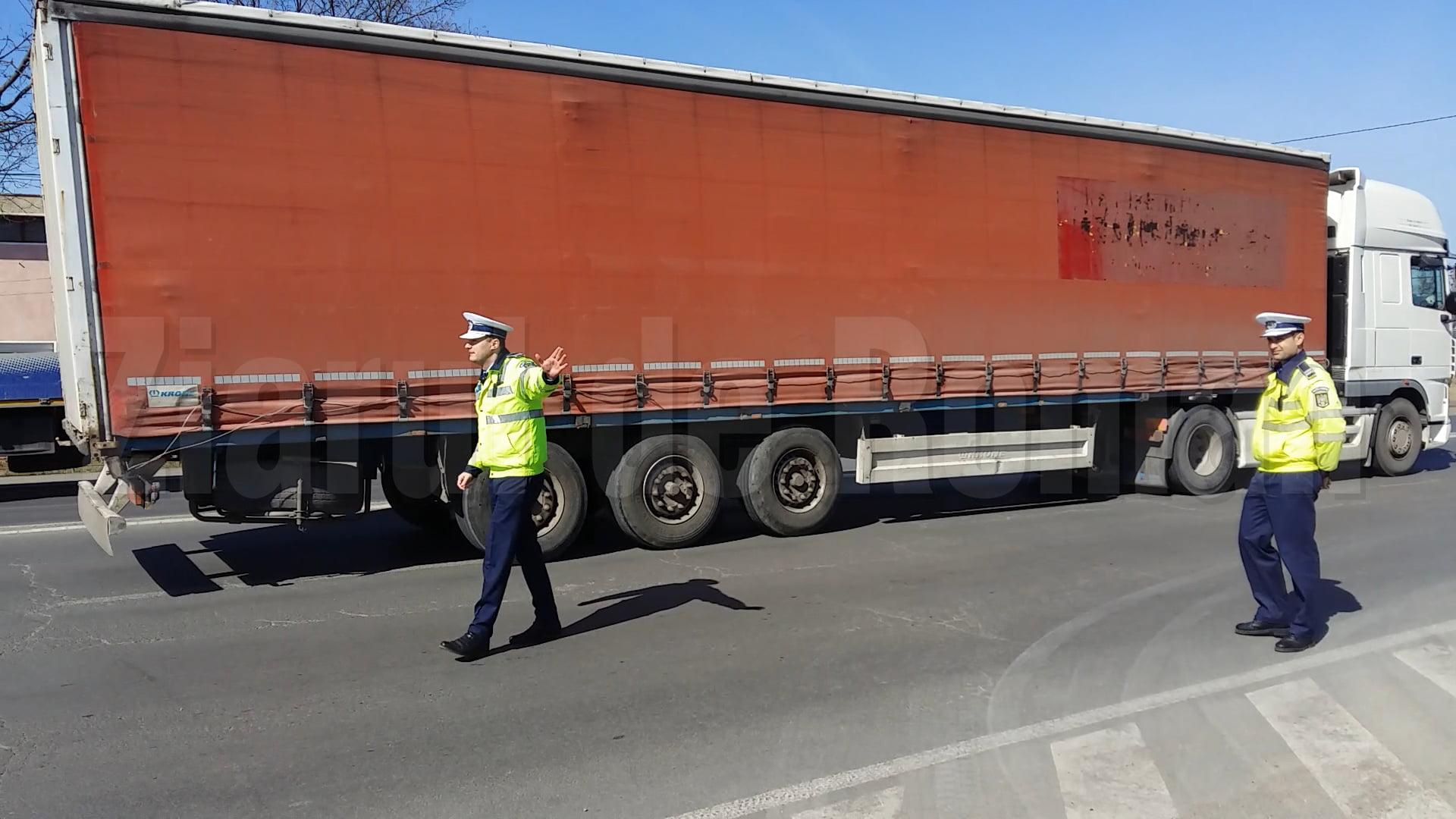 Zeci de sancțiuni aplicate de polițiști transportatorilor de persoane și de mărfuri