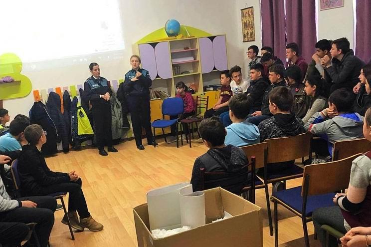Activităţi preventive desfășurate de polițiști în școlile din județ