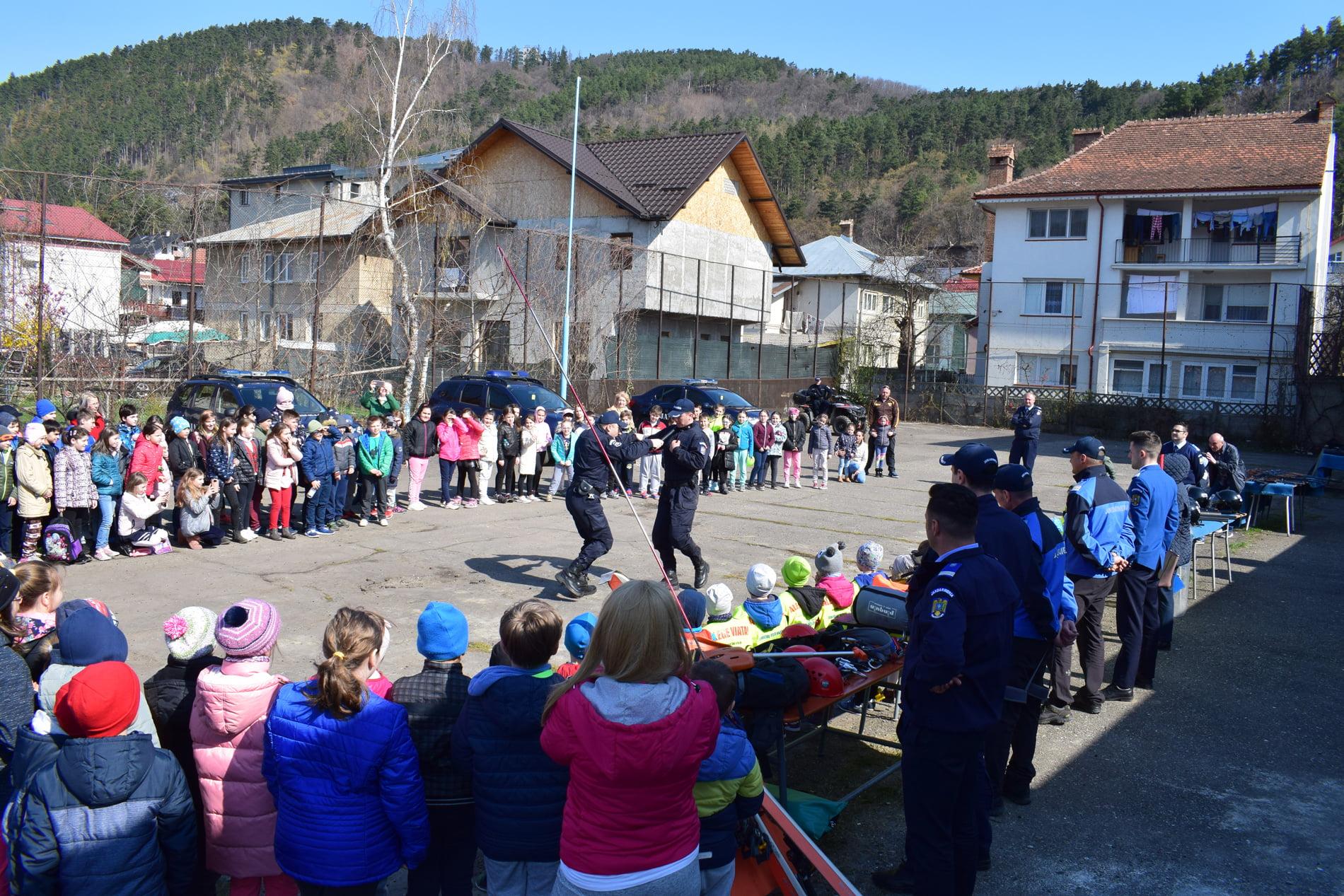 Porți deschise la Jandarmeria Neamț