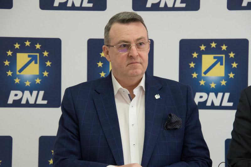 """Senatorul liberal Eugen Țapu: """"Treziți-vă! Opriți distrugerea economiei!"""""""