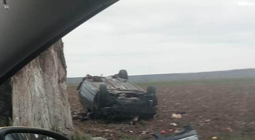 Accident rutier lângă Pildești, mașină răsturnată în afara șoselei