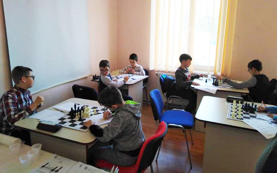40 de copii înscriși la preselecția pentru Secția de Șah la CSM Roman
