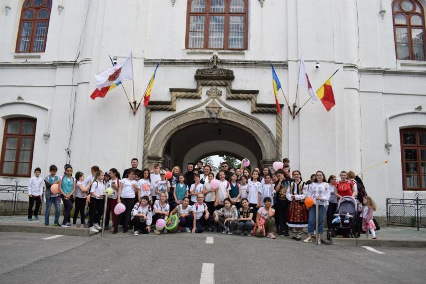 """Sărbătoare în """"Grădina de Copii"""" a episcopului Melchisedec din Roman"""