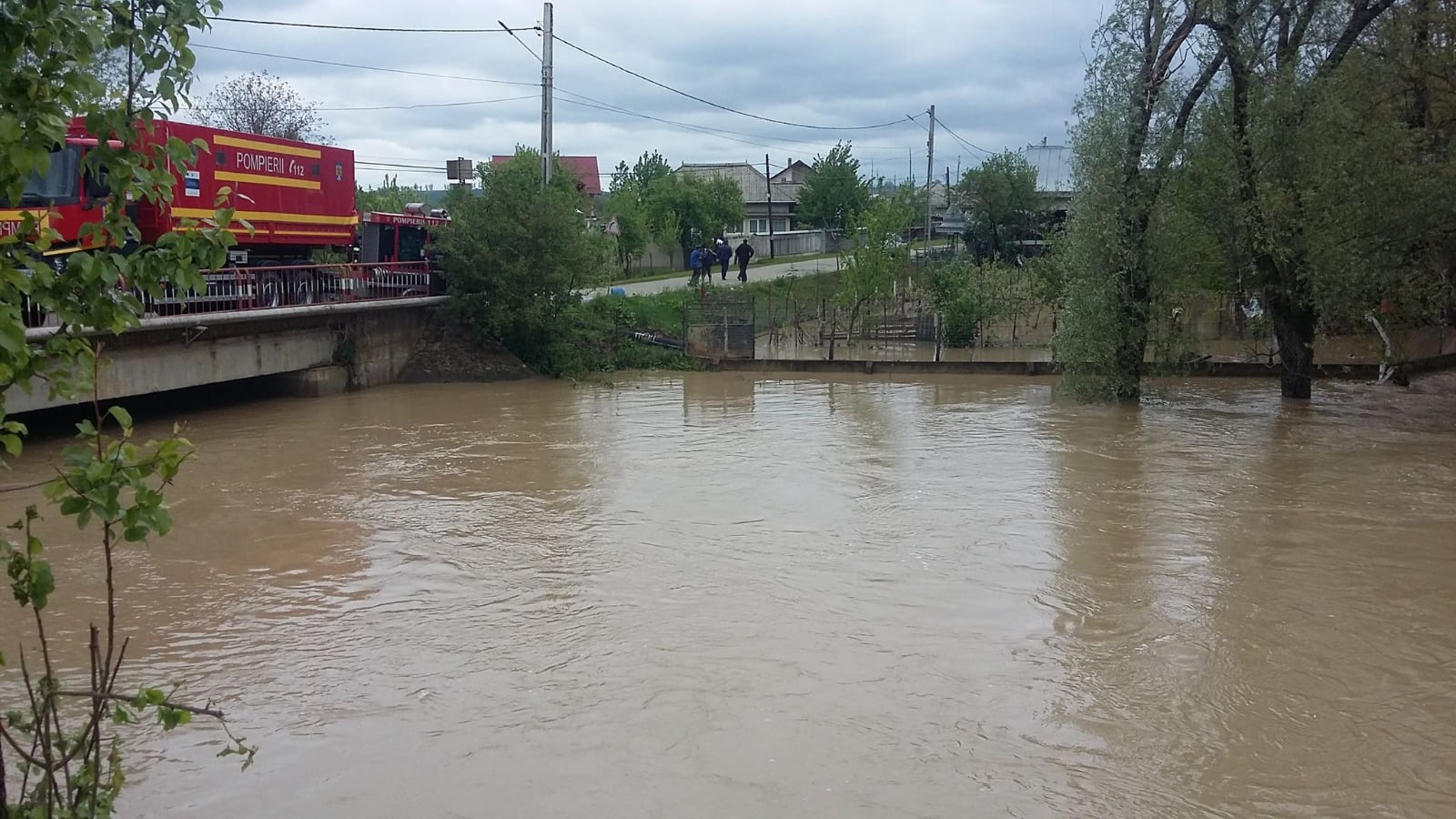 Intervenție a pompierilor de evacuare a apei în comuna Doljești
