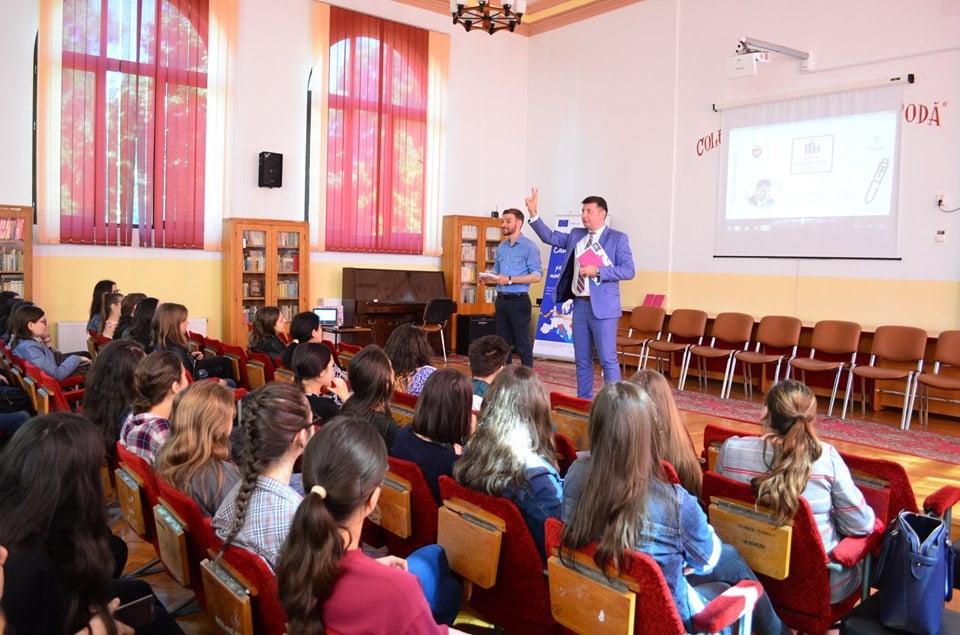 """""""Ora de administrație publică locală"""" pentru elevii romașcani"""