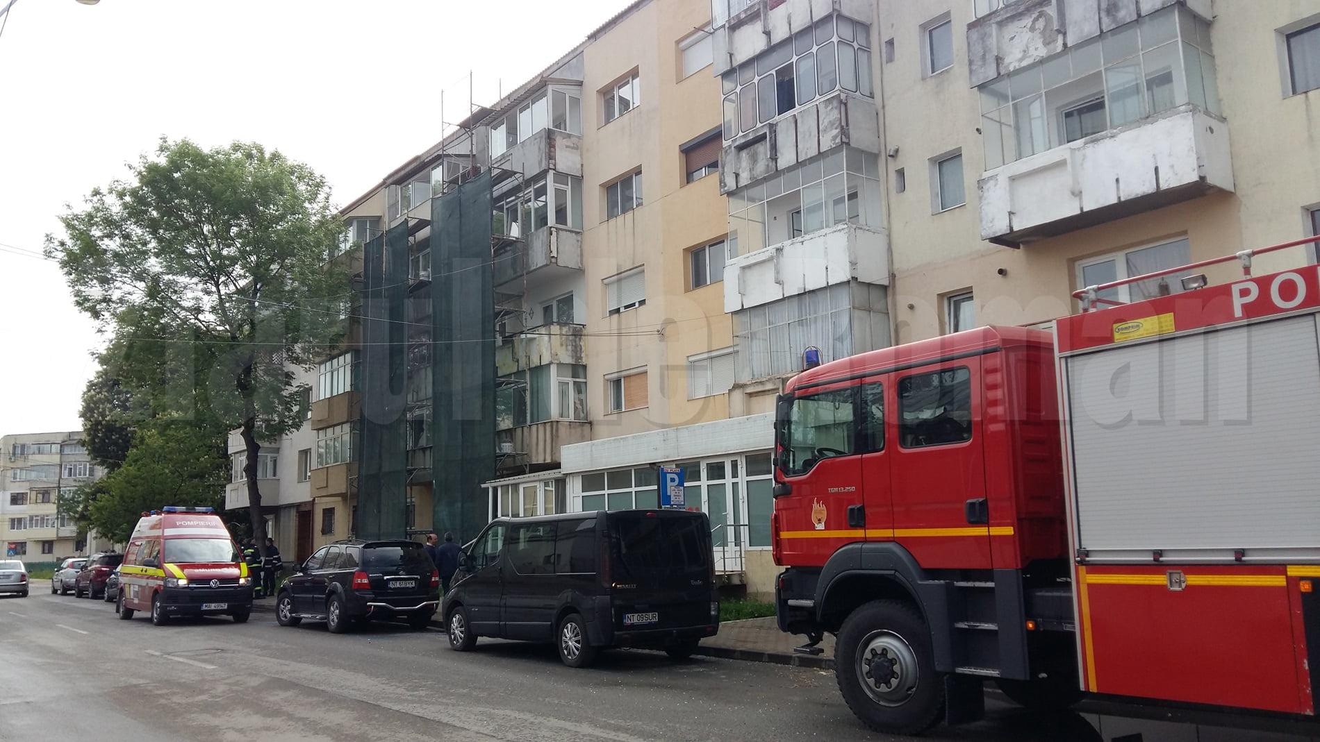 Intervenție a pompierilor pentru deblocarea unei uși, pe strada Dobrogeanu Gherea