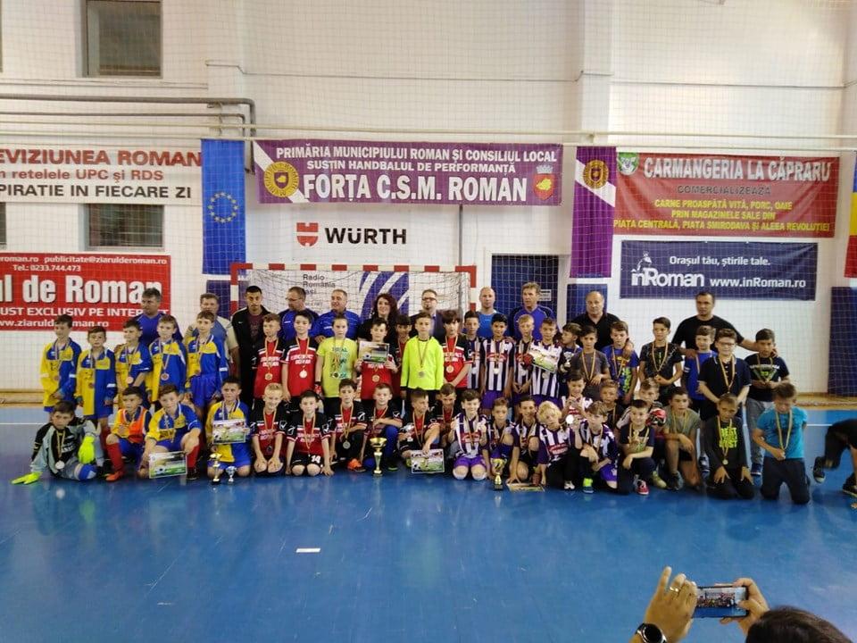 """Câștigătorii turneului de fotbal pentru copii și juniori """"Kinder Cup"""""""