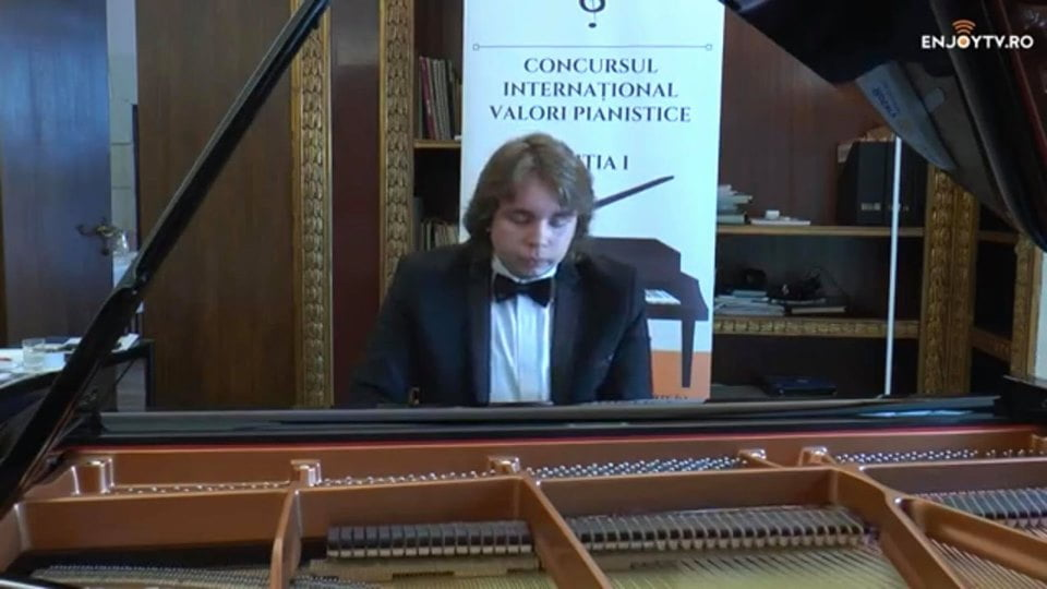 """[VIDEO] Tânărul pianist romașcan Ștefan Buzdugan, laureat al Concursului """"Valori pianistice"""""""
