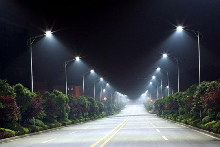 Primăria Roman a câștigat proiectul de modernizare a iluminatului public
